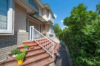 Photo 2: 2975 EAST LAKE Gate in Coquitlam: Coquitlam East House for sale : MLS®# R2371814