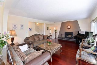 Photo 5: 994 Landeen Place in VICTORIA: SE Quadra Single Family Detached for sale (Saanich East)  : MLS®# 411878