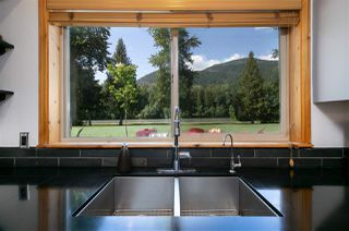 Photo 5: 1527 FRASER Road: Pemberton House for sale : MLS®# R2383812