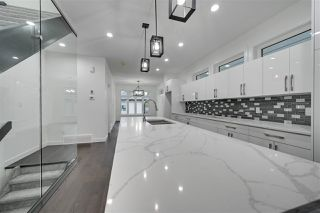 Photo 4: 8503 84 Avenue in Edmonton: Zone 18 House for sale : MLS®# E4172012