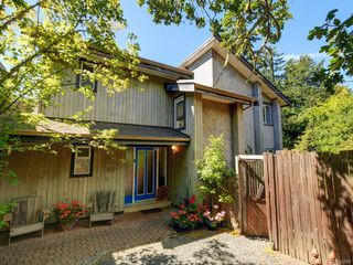 Photo 2: 1717 Woodsend Dr in : SW Prospect Lake House for sale (Saanich West)  : MLS®# 850289