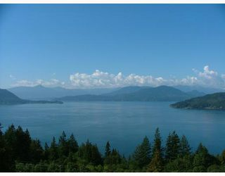 Main Photo: 8679 SEASCAPE DR in : Howe Sound Townhouse for sale : MLS®# V685674