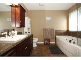 Photo 11: 19642 68A Avenue in Langley: Willoughby Heights House for sale : MLS®# F1406787