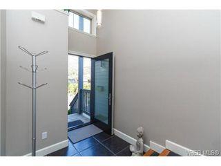 Photo 3: 4 118 Dallas Rd in VICTORIA: Vi James Bay Row/Townhouse for sale (Victoria)  : MLS®# 697761