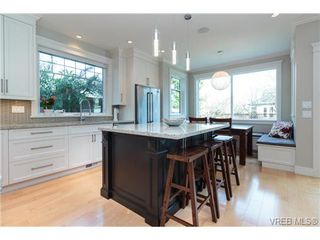 Photo 2: 589 Hampshire Rd in VICTORIA: OB South Oak Bay Single Family Detached for sale (Oak Bay)  : MLS®# 722882