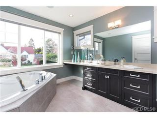Photo 15: 589 Hampshire Road in VICTORIA: OB South Oak Bay Single Family Detached for sale (Oak Bay)  : MLS®# 360926
