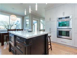 Photo 3: 589 Hampshire Rd in VICTORIA: OB South Oak Bay Single Family Detached for sale (Oak Bay)  : MLS®# 722882