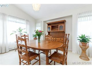Photo 5: 4459 Autumnwood Lane in VICTORIA: SE Broadmead House for sale (Saanich East)  : MLS®# 754384