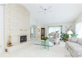 Photo 3: 4459 Autumnwood Lane in VICTORIA: SE Broadmead House for sale (Saanich East)  : MLS®# 754384