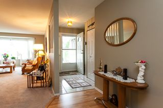 Photo 2: 21583 93B Avenue in Langley: Walnut Grove House for sale : MLS®# R2160482