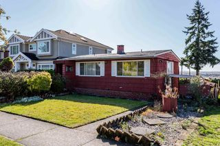 Photo 2: 2276 BURQUITLAM Drive in Vancouver: Fraserview VE House for sale (Vancouver East)  : MLS®# R2231178