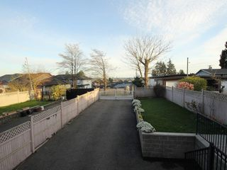 Photo 15: A 1042 CHARLAND Avenue in Coquitlam: Central Coquitlam House 1/2 Duplex for sale : MLS®# R2257385