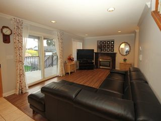 Photo 2: A 1042 CHARLAND Avenue in Coquitlam: Central Coquitlam House 1/2 Duplex for sale : MLS®# R2257385