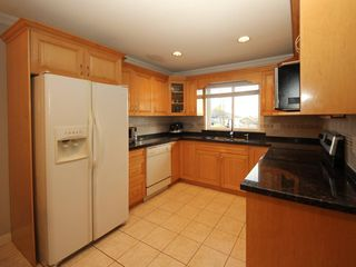 Photo 7: A 1042 CHARLAND Avenue in Coquitlam: Central Coquitlam House 1/2 Duplex for sale : MLS®# R2257385