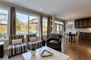 Photo 2: 291 TREMBLANT Way SW in Calgary: Springbank Hill Detached for sale : MLS®# C4199426