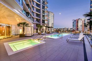 "Photo 3: 607 68 SMITHE Street in Vancouver: Downtown VW Condo for sale in ""FALSE CREEK\VW"" (Vancouver West)  : MLS®# R2311048"