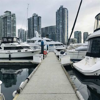 "Photo 9: 29 1088 MARINASIDE Crescent in Vancouver: Yaletown Condo for sale in ""QUAYSIDE MARINA"" (Vancouver West)  : MLS®# R2348250"