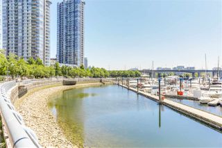 "Photo 11: 29 1088 MARINASIDE Crescent in Vancouver: Yaletown Condo for sale in ""QUAYSIDE MARINA"" (Vancouver West)  : MLS®# R2348250"