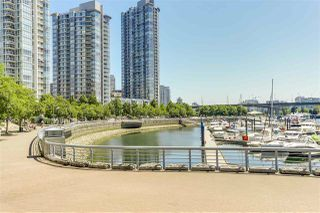 "Photo 12: 29 1088 MARINASIDE Crescent in Vancouver: Yaletown Condo for sale in ""QUAYSIDE MARINA"" (Vancouver West)  : MLS®# R2348250"