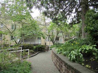 """Photo 17: 421 6707 SOUTHPOINT Drive in Burnaby: South Slope Condo for sale in """"MISSION WOODS"""" (Burnaby South)  : MLS®# R2348752"""