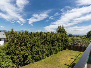Photo 9: 3887 - 3889 GILPIN Street in Burnaby: Central Park BS House for sale (Burnaby South)  : MLS®# R2374925