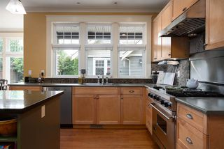 Photo 10: 902 CHILLIWACK Street in New Westminster: The Heights NW House for sale : MLS®# R2376935