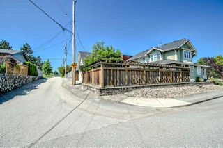 Photo 4: 902 CHILLIWACK Street in New Westminster: The Heights NW House for sale : MLS®# R2376935