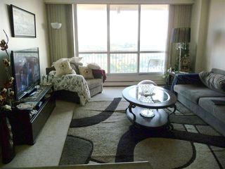 Photo 5: 1802 9903 104 Street in Edmonton: Zone 12 Condo for sale : MLS®# E4145511