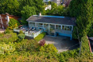 """Photo 1: 2796 BAYVIEW Street in Surrey: Crescent Bch Ocean Pk. House for sale in """"Crescent Beach"""" (South Surrey White Rock)  : MLS®# R2402471"""