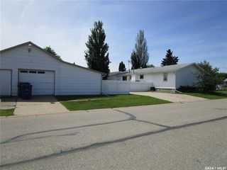 Photo 2: 1201 2nd Street West in Nipawin: Residential for sale : MLS®# SK785830
