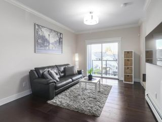"""Photo 3: 209 3488 SEFTON Street in Port Coquitlam: Glenwood PQ Townhouse for sale in """"Sefton Springs"""" : MLS®# R2420953"""