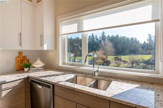Photo 8: 301 2130 Sooke Road in VICTORIA: Co Hatley Park Row/Townhouse for sale (Colwood)  : MLS®# 421824