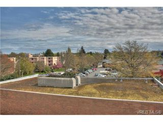 Photo 1: 402 1025 Hillside Avenue in VICTORIA: Vi Hillside Condo Apartment for sale (Victoria)  : MLS®# 349453