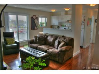 Photo 6: 402 1025 Hillside Avenue in VICTORIA: Vi Hillside Condo Apartment for sale (Victoria)  : MLS®# 349453