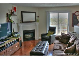 Photo 2: 402 1025 Hillside Avenue in VICTORIA: Vi Hillside Condo Apartment for sale (Victoria)  : MLS®# 349453
