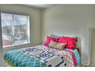 Photo 8: 402 1025 Hillside Avenue in VICTORIA: Vi Hillside Condo Apartment for sale (Victoria)  : MLS®# 349453