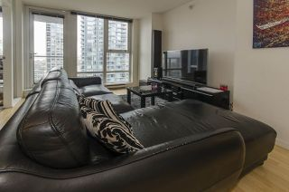 "Photo 2: 1907 602 CITADEL PARADE in Vancouver: Downtown VW Condo for sale in ""SPECTRUM 4"" (Vancouver West)  : MLS®# R2042899"