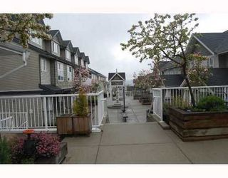 Photo 3: 25 232 TENTH Street: Uptown NW Home for sale ()  : MLS®# V709214