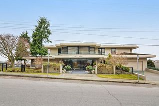 Photo 1: 201 15050 PROSPECT Avenue: White Rock Condo for sale (South Surrey White Rock)  : MLS®# R2135776