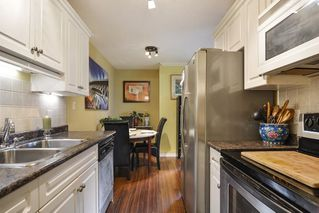 "Photo 11: 106 1444 MARTIN Street: White Rock Condo for sale in ""Martinview Manor"" (South Surrey White Rock)  : MLS®# R2158533"