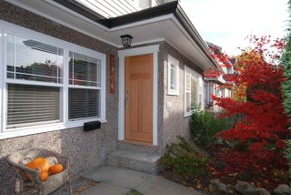 Photo 2: 5806 QUEBEC Street in Vancouver: Main House for sale (Vancouver East)  : MLS®# R2218037