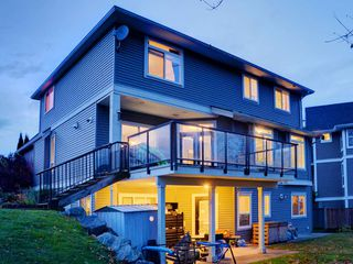 """Photo 2: 3998 CAVES Court in Abbotsford: Abbotsford East House for sale in """"SANDY HILL"""" : MLS®# R2222568"""