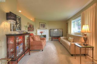Photo 4: 9 300 Plaskett Pl in VICTORIA: Es Saxe Point Single Family Detached for sale (Esquimalt)  : MLS®# 784553