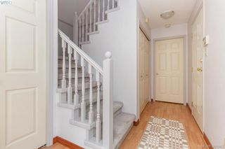 Photo 3: 1 947 Caledonia Avenue in VICTORIA: Vi Central Park Townhouse for sale (Victoria)  : MLS®# 391662