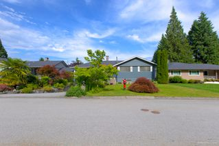 "Photo 3: 942 GARROW Drive in Port Moody: Glenayre House for sale in ""Glenayre"" : MLS®# R2283239"