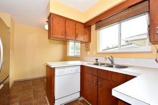 Photo 8: 3310 NANAIMO Street in Vancouver: Renfrew Heights House for sale (Vancouver East)  : MLS®# R2310492