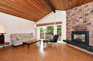 Photo 3: 3310 NANAIMO Street in Vancouver: Renfrew Heights House for sale (Vancouver East)  : MLS®# R2310492