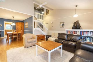 Photo 6: 1283 Santa Maria Pl in VICTORIA: SW Strawberry Vale House for sale (Saanich West)  : MLS®# 804520