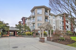 "Photo 1: 418 20259 MICHAUD Crescent in Langley: Langley City Condo for sale in ""CITY GRANDE"" : MLS®# R2348964"