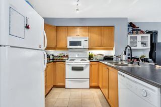 """Photo 3: 218 808 SANGSTER Place in New Westminster: The Heights NW Condo for sale in """"THE BROCKTON"""" : MLS®# R2349331"""